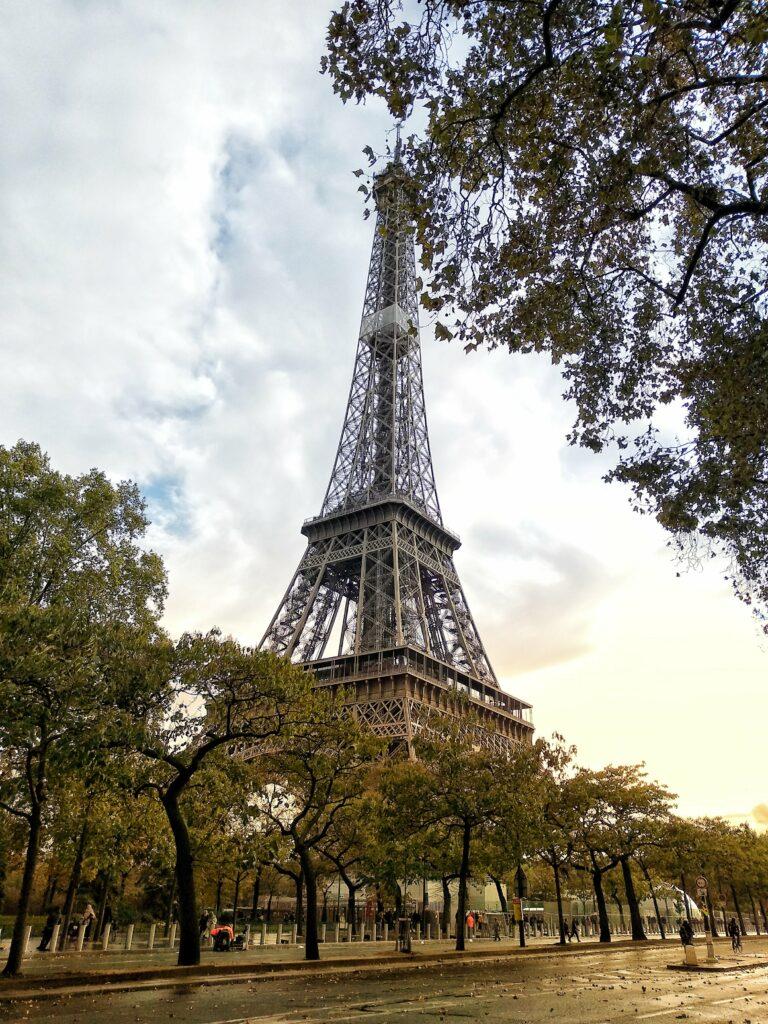 Widok na wieżę Eiffla
