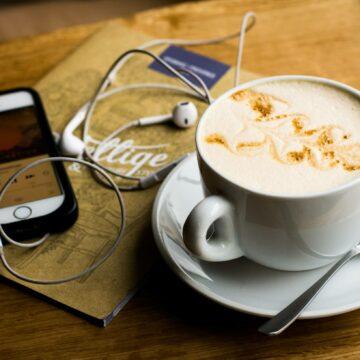 Najlepsze podcasty o biznesie i marketingu online. 5 polskich podcastów, których słucham i polecam